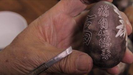 Gravure sur oeuf : Écrire de la petite calligraphie
