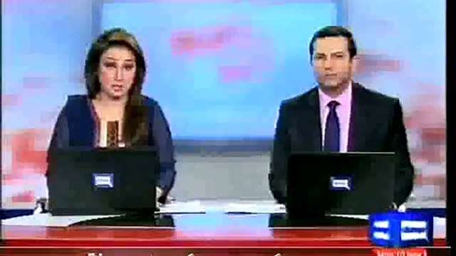 Dunya News - Building catches fire, mother throws baby out
