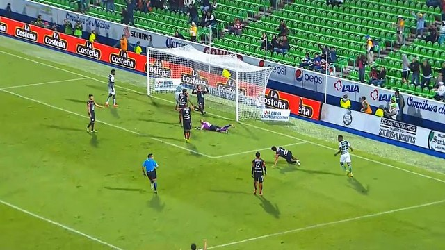 Santos keep play-off hopes alive with controversial victory