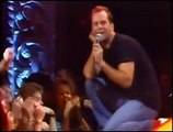 "Bruce Willis chante ""Comin' Right Up"""