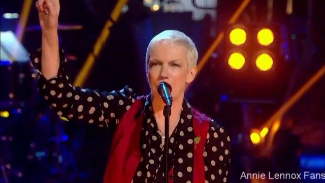 """Annie Lennox """"I put a spell on you"""" live from Strictly come dancing"""