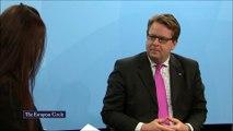Energieeffizienz als Säule der Energiewende:Der Bundestags-Abgeordnete Carsten Müller engagiert sich seit Jahren für Energieeffizienz und hat das Thema polisch salongfähig gemacht. Mittlerweile sind sich Umwelt- und Wirtschaftsministerium einig, dass nebe