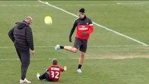 Zlatan Ibrahimovic joue avec les fils Beckham