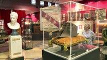 Bicorne, épées, bustes... Les objets de Napoléon aux enchères