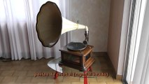 """Antique Gramophone """"Maestrophone"""" driven by a Stirling Engine heated by a spirit lamp. It was built by E. Paillard & Cie in her factory of Sainte-Croix, Switzerland, between 1910 and 1914."""