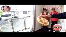 Lancer une pizza dans un four micro-ondes au dessus d'une rue