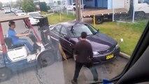 Déplacer une voiture avec un chariot élévateur !! WTF !!