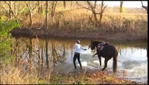Un cheval ne veut rien savoir de traverser cette rivière, par contre la suite est génial