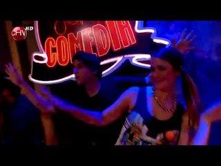 Javiera Mena cantó junto al elenco de El Club de la Comedia