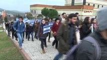 Öğrenciler, Yeni Rektöre İlk Protestoyu Kurdela Keserek Gerçekleştirdi
