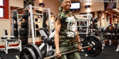 Cette grand-mère de 77 ans vous met la misère à la salle de musculation !