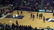 Un joueur de Basket-ball fait semblant de serrer la main, vole le ballon et dunk.