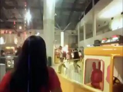 chines girls fight in shopping mall