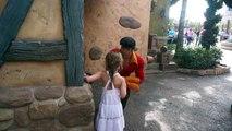Gaston de la Belle et la Bête remis à sa place par une fillette