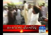 PMLN Throwing Eggs And Tomatoes On PTI Workers