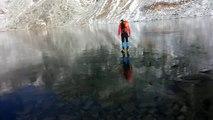 Un lac gelé d'une pureté à couper le souffle : glace limpide!