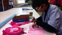 Maryse Brode un sac à dos Peppa Pig, licence achetée cette année par Jemini
