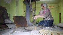 Erzurum Tandır Ekmeği Pişirip Satıyor