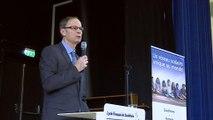En attendant de recevoir son prix Nobel, Tirole donne un cours au lycée français de Stockholm