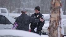 Des policiers arrêtent des conducteurs pour leur offrir des cadeaux. Cool ces flics...