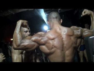 HUGE BODYBUILDER ROGER BACKSTAGE FLEXING
