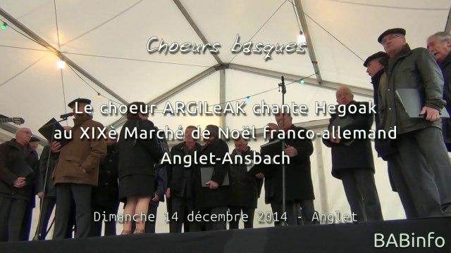 Le choeur Argileak chante Hegoak au marché de Noël d'Anglet