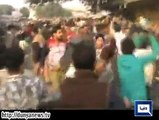 Dunya News - Fight Between PTI workers and citizens at Bhaati Chowk