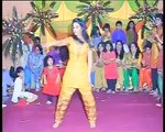 Beautiful Pakistani girl best mehndi dance 2015