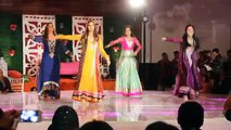 ERUM UMAR MEHNDI  Community Dance  Pakistani Mehndi Dance