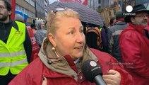 Βρυξέλλες: Μπλόκα με τρακτέρ κατά της συνθήκης ελεύθερου εμπορίου ΕΕ- ΗΠΑ