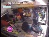Vidéo: Trois voleurs pris en flagrant délit par des caméra de surveillances.