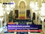 Klaus şi Carmen Iohannis au fost întâmpinat la Palatul Cotroceni de garda de onoare. După aceea în Palatul Cotroceni  - de Traian şi Maria Băsescu. Au intrat Sala Unirii, unde s-a intonat imnul naţional al României.
