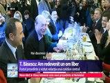 Odată încheiat mandatul de şef al statului, Traian Băsescu se declară un om liber şi a ieşit împreună cu soţia la o bere, într-un restaurant din Capitală. Acolo era aşteptat de liderii PMP şi de simpatizanţi.