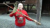 Lancé de sapin de Noël avec une fronde géante! Arme du Père Noël...