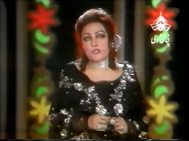 Noor Jehan sings LIVE .. Kahan Hai Tera Pyar Sajna .. Film Dosti (Music A.Hameed)