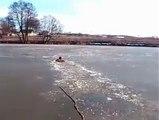 Il saute dans un Lac gelé pour sauver son chien #Zakch