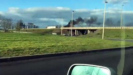 Une voiture prend feu sur l' A 16