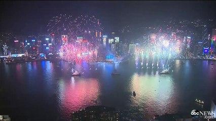 Hong Kong Celebrates Arrival of 2015.