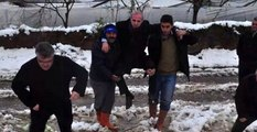 Belediye Yetkilisi, Çiftçilerin Omuzunda Hasar Tespiti Yaptı