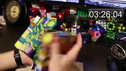 Un très gros rubik's cube résolu