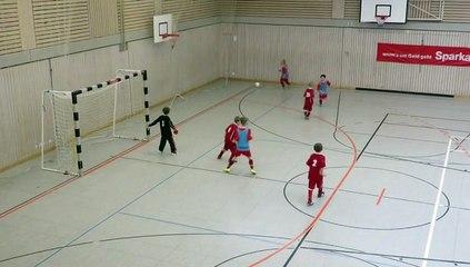 2015 -- Die U9 der Eintracht Kattenhochstatt beim Hallenturnier gegen Ettenstatt