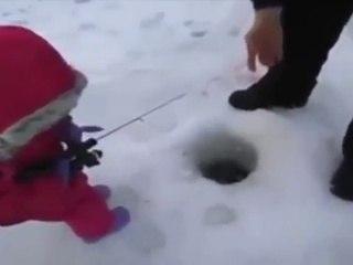 Первая рыбалка - First fishing in the baby's life - very funny