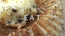 Un gars mange un Muffin pas très appétissant... mais plein de protéines!
