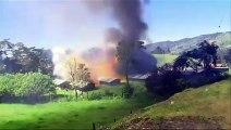 L'explosion d'un entrepôt de Feu d'artifice met un cameraman au sol! Onde de choc puissante