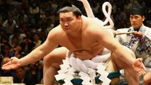 Sumo Wrestlers Ring In New Year By Sumo Wrestling