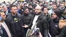 Un Musulman très vénère réagit sur l'attentat de Charlie Hebdo.