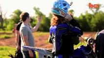 Un base jump de fou à moto !