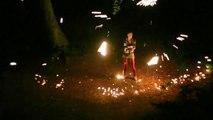Jonglage, feu et étincelles : un mélange somptueux et époustouflant!