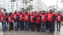 Mersin'de Eylemci İşçiler Polisi Geçti, Zabıta Engeline Takıldı