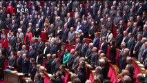 Les députés chantent la Marseillaise dans l'Assemblée nationale en hommage aux victimes des attentats